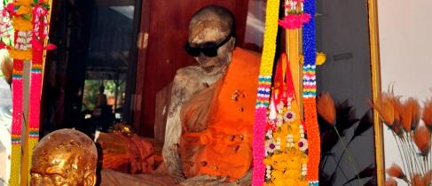 Mönch_Luang_Phor_Daeng_Payasilo_(หลวงพ่อแดงปิยสีโล)_