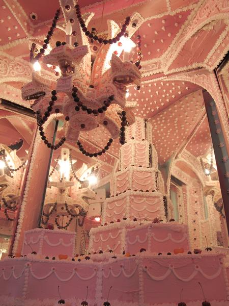 installation cake vault