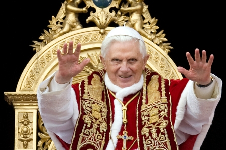 Pope Benedict XVI blesses the faithful as he leads his Urbi et Orbi at the Vatican