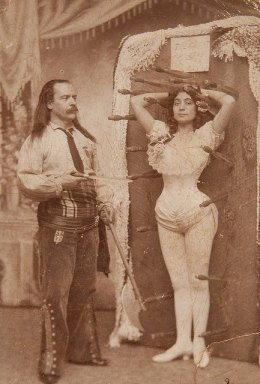 vintage-knife-thrower
